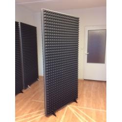 Obojstranný akustický paraván 190 x 90 cm s penovými ihlanmi